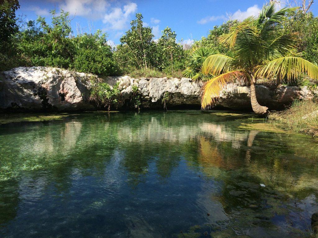 Tulum es un Pueblo Mágico en la selva de Quintana Roo, a orillas del Caribe Mexicano. ¡Ven a descubrir los tesoros naturales y culturales que te esperan en Tulum!
